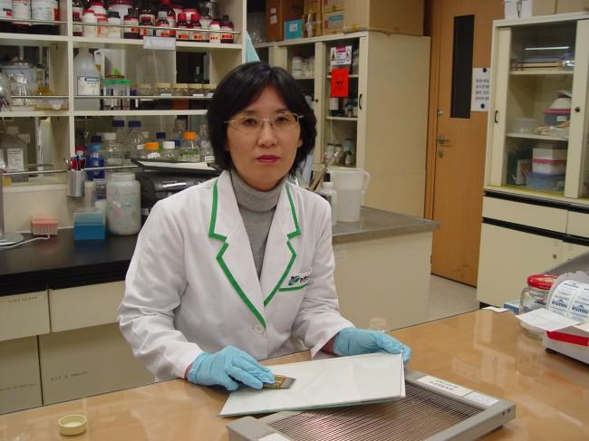 봉독 등 다양한 양봉산물의 성분 및 기능성 연구를 위한 실험실 - 한상미 농업연구사 제공